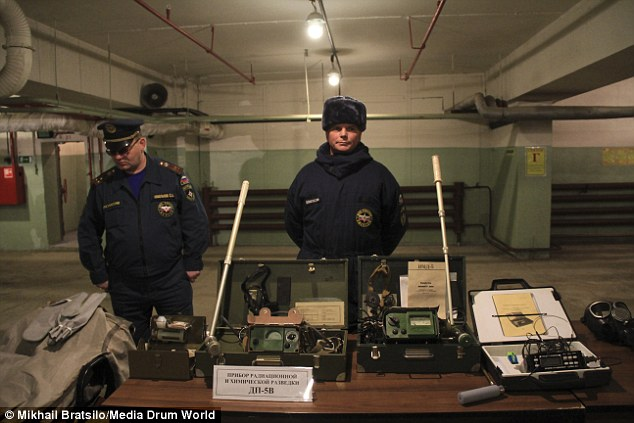 2373745700000578-2847238-bunker_security_guards_display_old_fashioned_looking_radiation_d-28_1416834664235